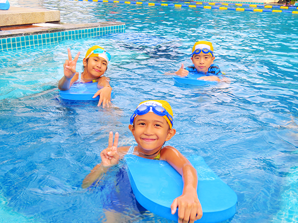 swim-lessons-children-2_920x550